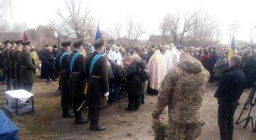 """""""Неможливо змиритися, коли люди йдуть так рано"""": українці попрощалися з воїном ЗСУ"""