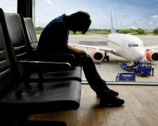 Украинцев не пускают за границу из-за копеечных коммунальных долгов