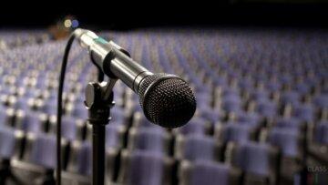 микрофон сцена