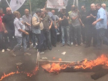Грузини спалили опудало Саакашвілі