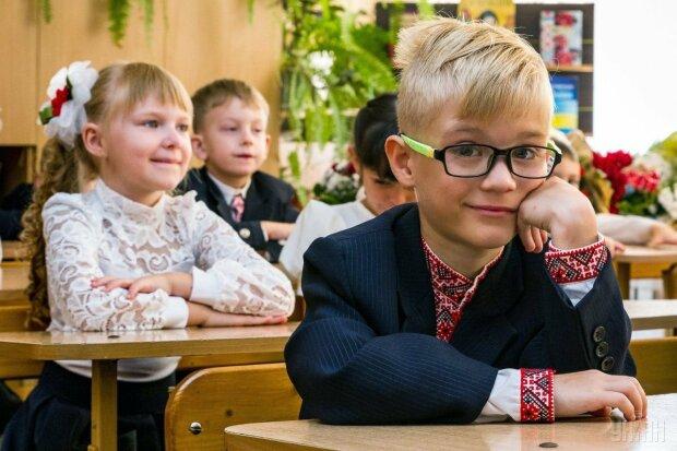 """У перший клас """"під ключ"""": за скільки посередники обіцяють вирішити проблему батьків"""