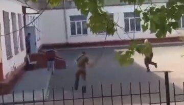 Стрельбу открыли во дворе школы под Одессой: очевидцы распространили видео