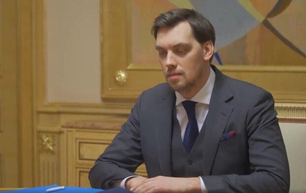 """Зарплати в Кабміні Гончарука: українцям розкрили сумну правду, """"не заслуговують тих грошей"""""""