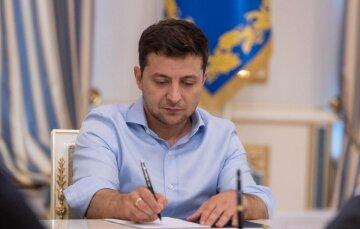 """Зеленський вніс новий скандальний закон, що загрожує українцям: """"кожного можуть на 6 місяців..."""""""