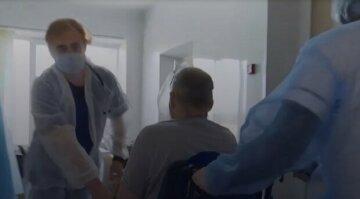 """Десятки одеських медиків поскаржилися на ускладнення після щеплення від коронавірусу: """"з побочек спостерігають..."""""""