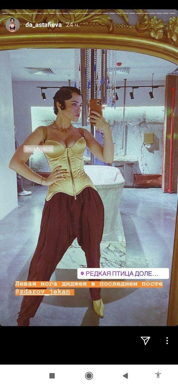 """Астафьева в тесном корсете потрясла прелестями в ночном клубе: """"Вот как надо зажигать!"""""""