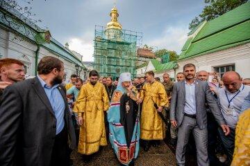 Святкування Дня Хрещення Русі в Києво-Печерській Лаврі: прибули десятки тисяч паломників з усіх єпархій УПЦ та віруючі з інших країн