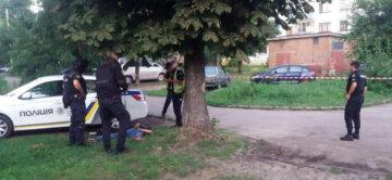 Парень достал пистолеты и открыл стрельбу в Черкассах, съехалась полиция: кадры с места