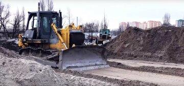 """""""Звалище замість дороги"""": будівництво Великої окружної дороги в Києві показали на відео"""