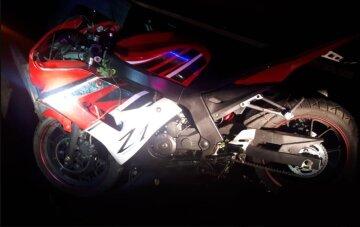 Фатальное ДТП на украинской трассе: рядом с телом мотоциклиста нашли странный сверток, фото