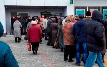 Банки массово закрывают свои отделения в Украине: что происходит и что будет с деньгами