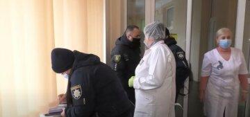 Врач отказалась надевать маску: в поликлинике Харькова разгорелся скандал, пациентка не выдержала, видео