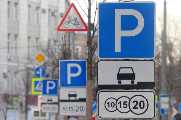 У Києві розгорівся скандал через героя парковки, фото