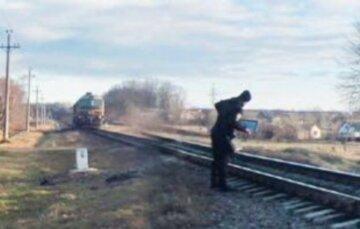 """""""Был в наушниках"""": подросток на Ивано-Франковщине не услышал приближающегося поезда, детали трагедии"""