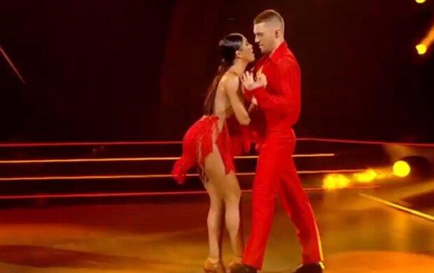 """Димопулос из """"Танців з зірками"""" прижалась к партнеру пышным бюстом и взбудоражила признанием: """"Я чувствую..."""""""