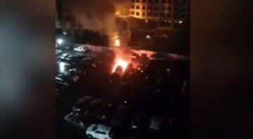 Автомобілі масово підпалюють в Одесі:кадри подій