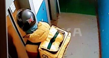 """""""Коли не дали чайових"""": у Харкові доставщик їжі прославився після курйозної ситуації, відео"""