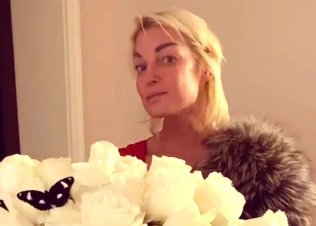 """Волочкова в пижаме и балетной пачке схватилась за электропилу, кадры сумасшествия: """"Удалите срочно видео"""""""