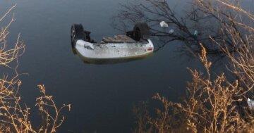 Авто слетело с Объездной дороги прямо в воду: кадры происходящего
