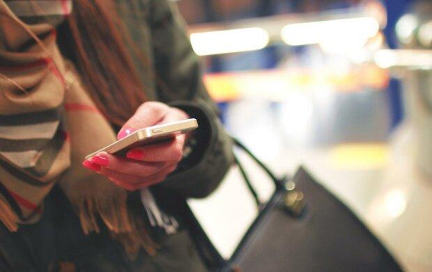 телефон женщина