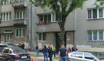 Мощный взрыв прогремел в жилом доме в Киеве, фото с места ЧП: что известно о пострадавших