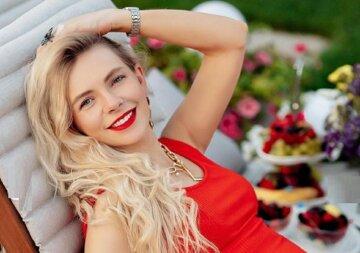 """Красотка-сестра Комарова из """"Мир наизнанку"""" удивила смелыми перевоплощениями: """"Черный или белый?"""""""