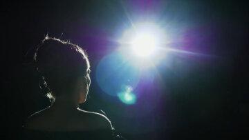 актриса, звезда, певица, в тени, силуэт, сзади