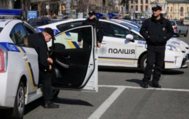 Кинули дитину і зникли: у Києві розшукують батьків 5-річної дівчинки, фото