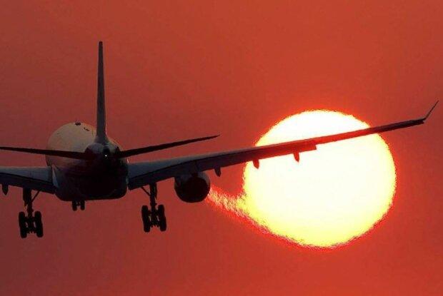 Страшна авіакатастрофа під мегаполісом, ніхто не вижив: кадри з місця аварії