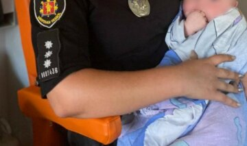 От младенца отказалась сначала мама, а потом сестра с бабушкой: ребенка сдали в полицию