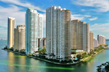 World___USA_High-rise_buildings_in_Miami_085940_