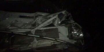 Пассажирский автобус столкнулся с грузовиком под Одессой: видео масштабной аварии