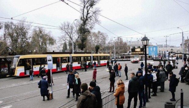 """""""Б'ють скло і загрожують водіям"""": транспортні заворушення перейшли межу в Одесі, кадри"""