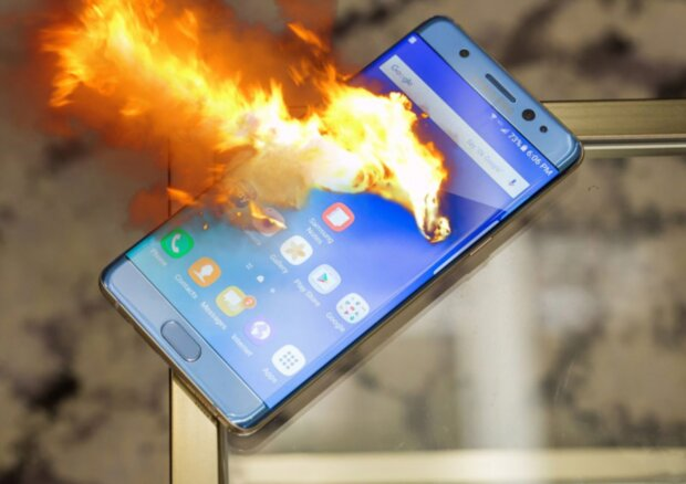 смартфон горит телефон мобилка