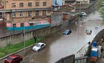 """Авто потопали: Київ перетворився на """"величезну калюжу"""", кадри наслідків негоди"""