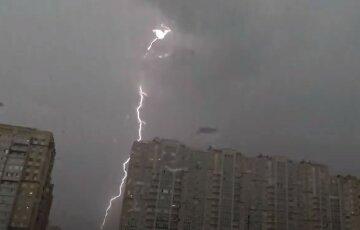 """В Одесской области молния попала в дом, фото: """"загорелась проводка и..."""""""