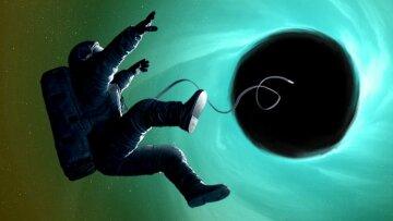 космонавт, черная дыра