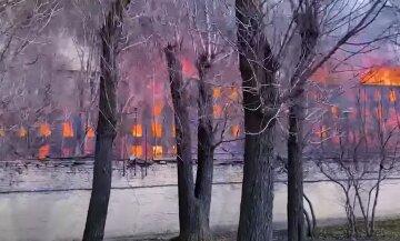 Вогнем охопило всі поверхи: в Росії палахкотить велика фабрика, є жертви