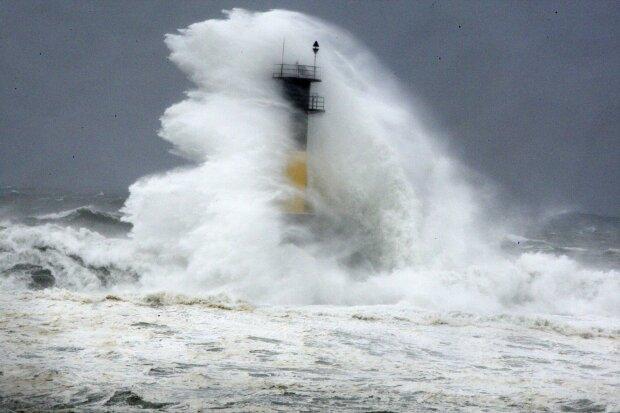 тайфун, стихия, шторм, маяк