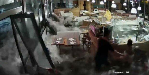 Библейский потоп обрушился на Венецию, из воды достают тела: кадры катастрофы