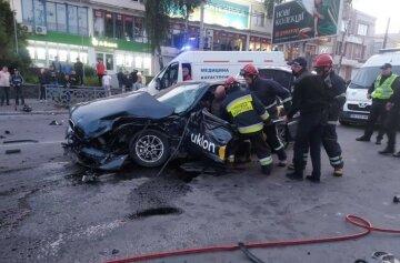 Легковушка на полной скорости протаранила такси, много пострадавших: кадры ДТП на украинской трассе