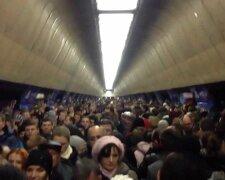 метро толпа