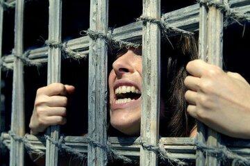 Секс-рабство-тюрьма-женщина