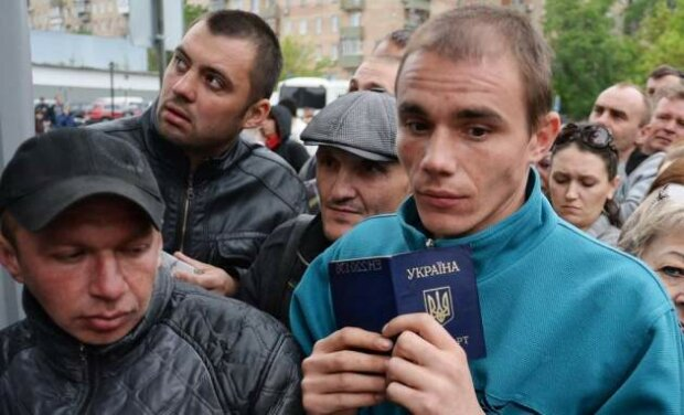 Работа за границей: аферистка отправляет украинцев на каторгу под видом рая