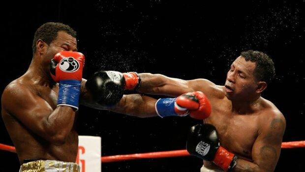Экс-чемпиона мира по боксу зверски избили и ограбили, фото: повезло, что остался жив