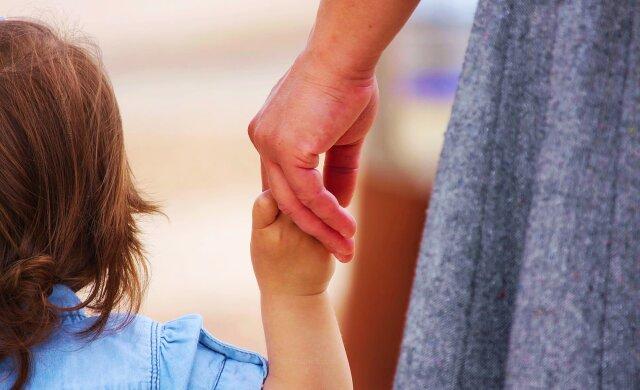 удочерение, ребенок, мать, рука