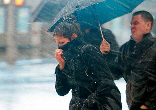 Мощный циклон атакует Украину, погода резко испортится: когда ждать удара стихии
