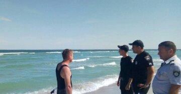 Підлітка на надувному матраці віднесло у відкрите море: кадри НП на Одещині