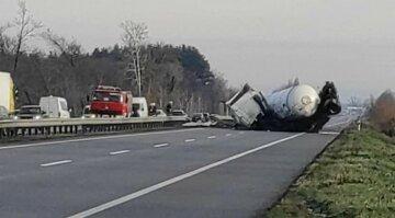 Моторошна аварія заблокувала рух на трасі Київ-Харків, об'їзд тільки по зустрічній: кадри ДТП