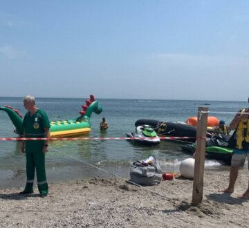 Катався на водному атракціоні: на пляжі в Одесі трапилася трагедія з підлітком
